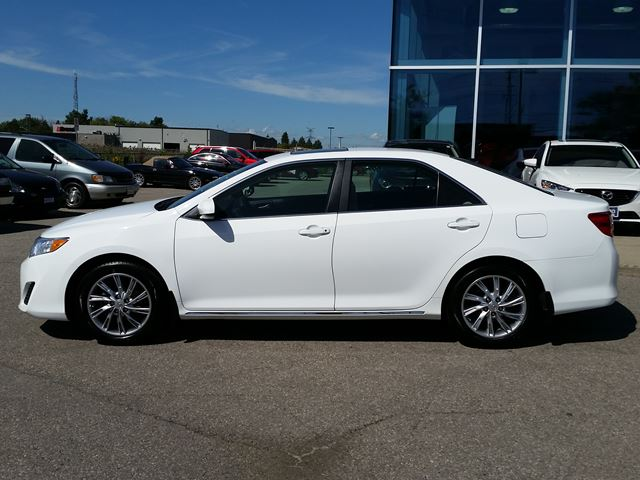 2014 toyota camry le roof alloys incredibly clean milton ontario used car for sale 2589393. Black Bedroom Furniture Sets. Home Design Ideas