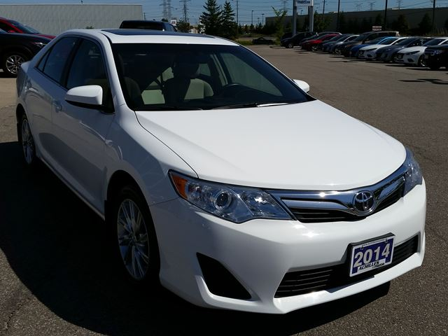 2014 toyota camry le roof alloys incredibly clean in milton. Black Bedroom Furniture Sets. Home Design Ideas