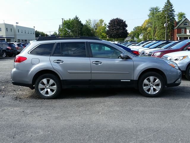 2010 subaru outback 3 6r w limited pkg multimedia ottawa. Black Bedroom Furniture Sets. Home Design Ideas