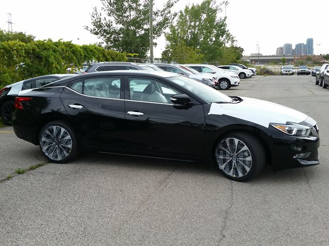 2017 nissan maxima sr black for 43450 in toronto. Black Bedroom Furniture Sets. Home Design Ideas