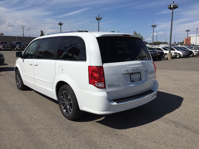 2017 dodge grand caravan sxt premium plus bright white elgin chrysler. Black Bedroom Furniture Sets. Home Design Ideas