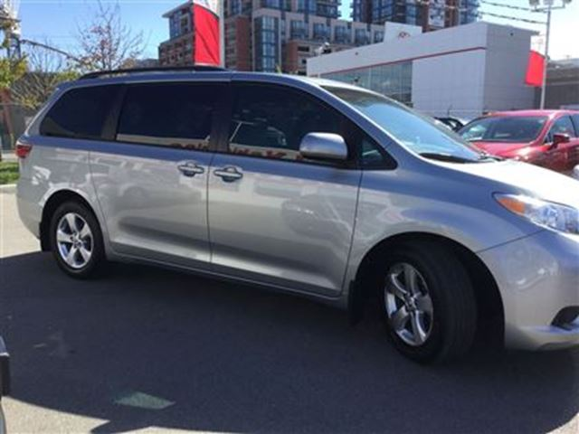 2015 toyota sienna le 8 passenger 1 owner lease return low mileage toronto ontario used. Black Bedroom Furniture Sets. Home Design Ideas