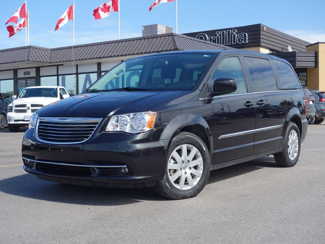 2015 chrysler town and country touring orillia ontario used car for sale 2601101. Black Bedroom Furniture Sets. Home Design Ideas