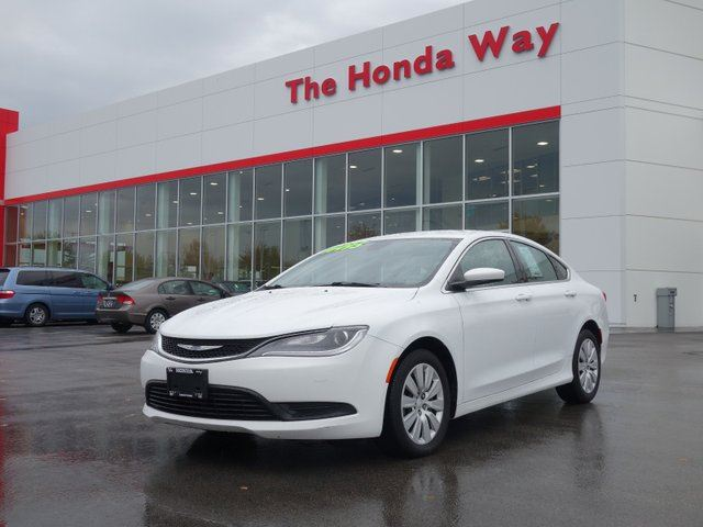 2015 CHRYSLER 200 LX- LIKE NEW! in Abbotsford, British Columbia