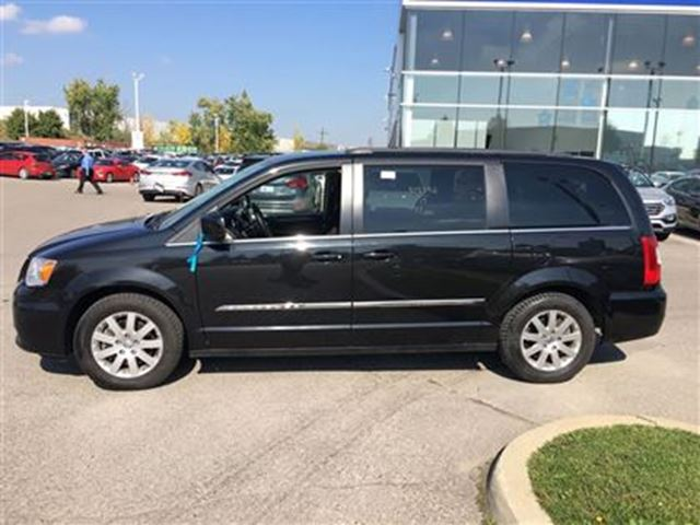 2015 chrysler town and country touring brampton ontario used car for sale 2609463. Black Bedroom Furniture Sets. Home Design Ideas