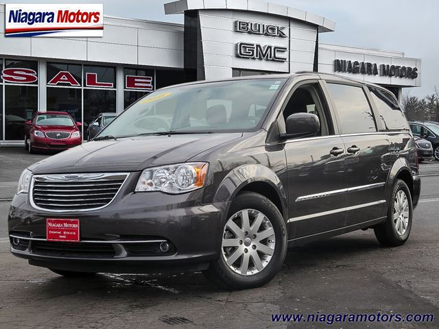 2016 chrysler town and country touring virgil ontario used car for sale 2609315. Black Bedroom Furniture Sets. Home Design Ideas