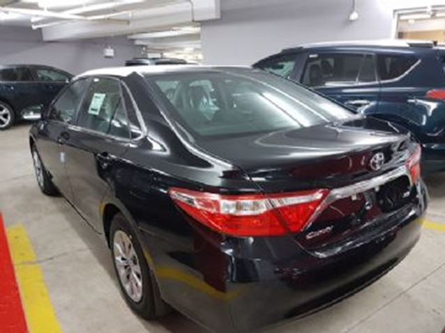 2017 toyota camry le mississauga ontario used car for sale 2609595. Black Bedroom Furniture Sets. Home Design Ideas