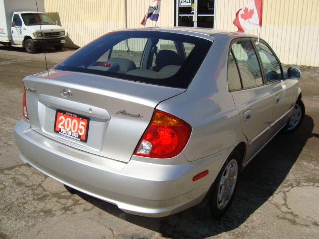 2005 hyundai accent 5 hatch 4dr only 106km rust free. Black Bedroom Furniture Sets. Home Design Ideas