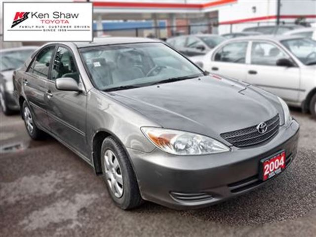 2004 toyota camry le toronto ontario used car for sale 2620727. Black Bedroom Furniture Sets. Home Design Ideas