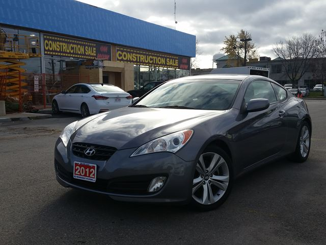 2012 hyundai genesis newmarket ontario used car for sale 2623077. Black Bedroom Furniture Sets. Home Design Ideas