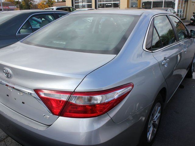 2015 toyota camry le brampton ontario used car for sale 2623793. Black Bedroom Furniture Sets. Home Design Ideas