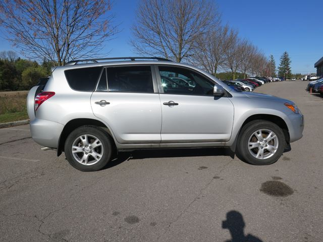 2010 toyota rav4 3 39 rd row of seats whitby ontario used car for sale 2625939. Black Bedroom Furniture Sets. Home Design Ideas