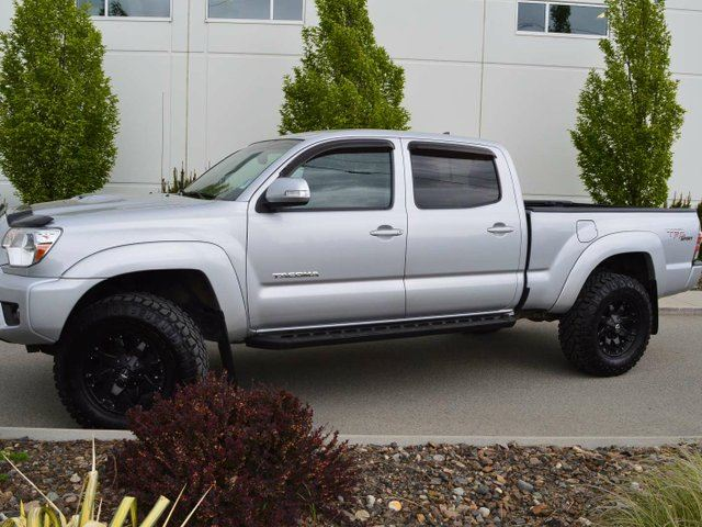 used 2012 toyota tacoma v6 4x4 double cab 140 6 in. Black Bedroom Furniture Sets. Home Design Ideas