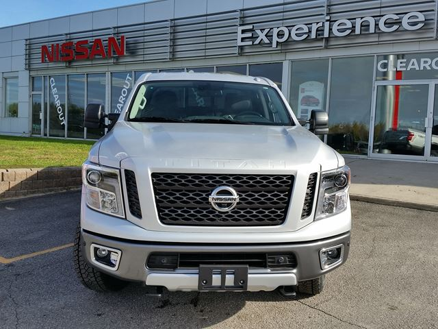 2016 nissan titan xd pro 4x orillia ontario car for sale 2627438. Black Bedroom Furniture Sets. Home Design Ideas