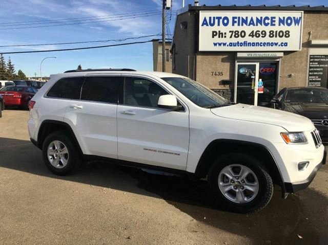 2015 jeep grand cherokee laredo 4dr 4x4 white auto finance now. Black Bedroom Furniture Sets. Home Design Ideas