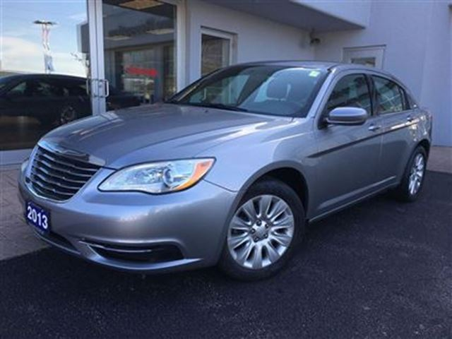 2013 chrysler 200 lx low low km 39 s simcoe ontario. Black Bedroom Furniture Sets. Home Design Ideas