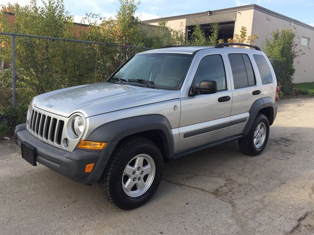 2005 jeep liberty sport oakville ontario used car for sale 2634042. Black Bedroom Furniture Sets. Home Design Ideas