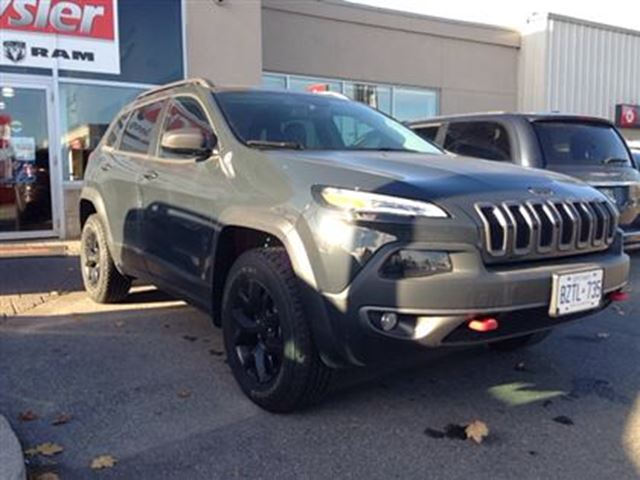 2016 jeep cherokee trailhawk 4x4 milton ontario used car for sale 2638057. Black Bedroom Furniture Sets. Home Design Ideas