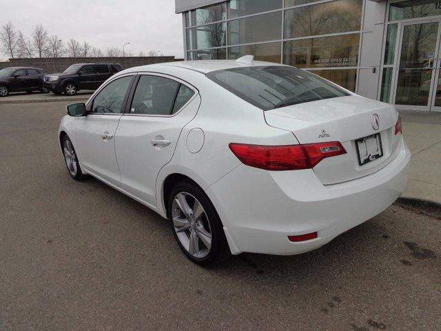 2014 acura ilx dynamic red deer alberta used car for sale 2637736. Black Bedroom Furniture Sets. Home Design Ideas