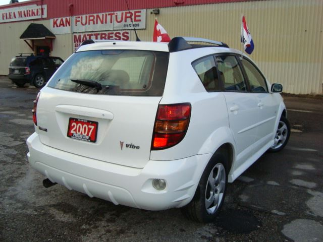 2007 pontiac vibe only 149km accident free 2 owners. Black Bedroom Furniture Sets. Home Design Ideas