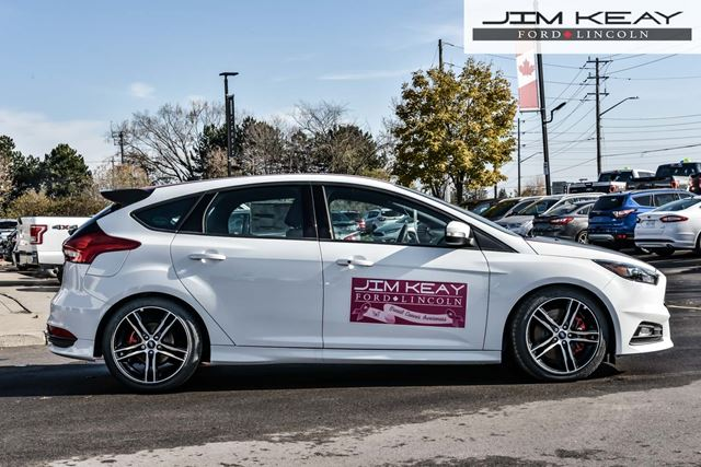 2016 Ford Focus ST Hatch 400A PACKAGE - 6 SPEED MANUAL 2.0L I4