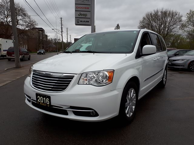 2016 chrysler town country touring white manley motors for Manley motors used cars