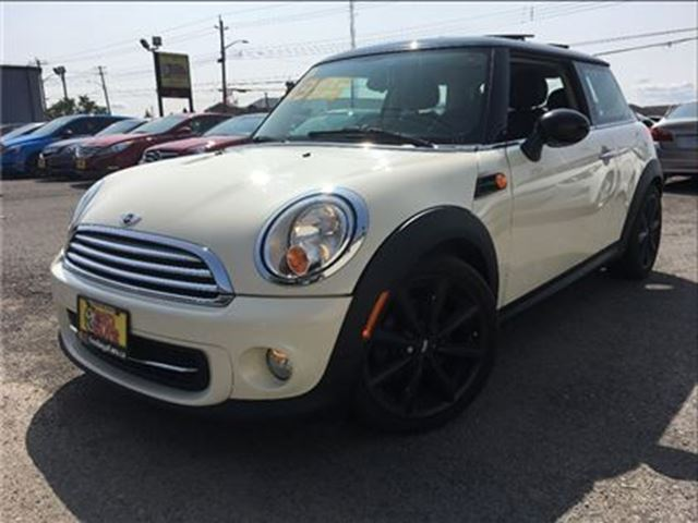2013 MINI COOPER PANOROOF LEATHER SPORTY STICK in St Catharines, Ontario