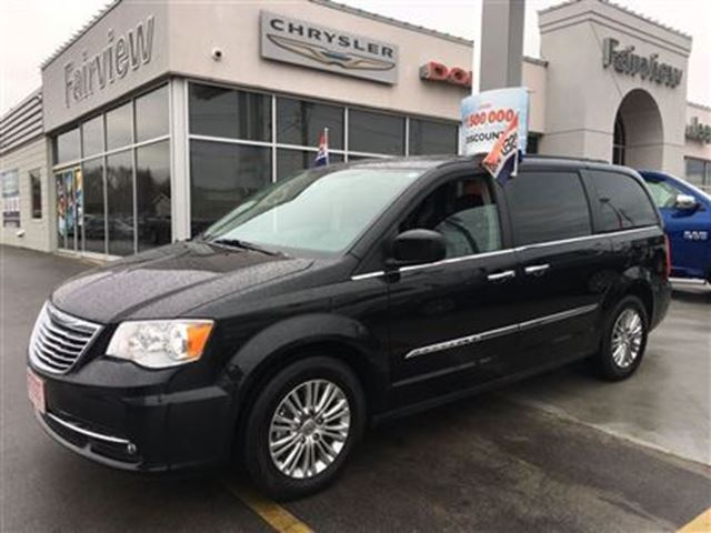 2016 chrysler town and country touring l burlington ontario used car for sale 2644325. Black Bedroom Furniture Sets. Home Design Ideas