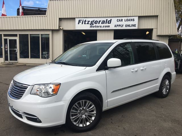 2016 CHRYSLER TOWN AND COUNTRY TOURING in Kitchener, Ontario