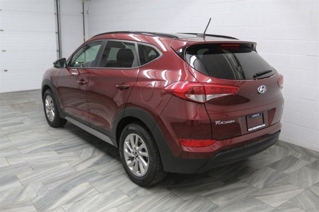 2017 hyundai tucson se 2 0l awd w leather panoramic roof reverse camera blind spot monitor. Black Bedroom Furniture Sets. Home Design Ideas