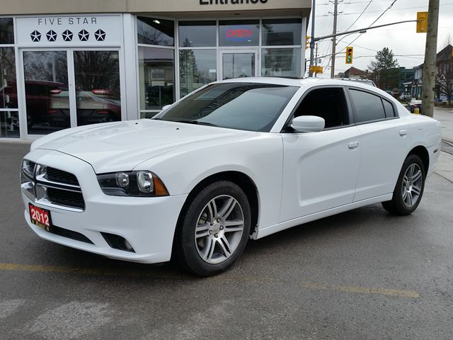 2012 dodge charger sxt lindsay ontario used car for sale 2647264. Black Bedroom Furniture Sets. Home Design Ideas