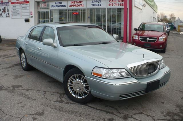 2007 lincoln town car signature limited silver green msd motors. Black Bedroom Furniture Sets. Home Design Ideas