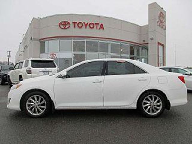 2013 toyota camry le gatineau quebec used car for sale 2648446. Black Bedroom Furniture Sets. Home Design Ideas