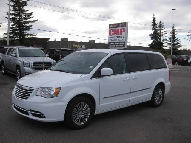 2016 chrysler town and country touring calgary alberta used car for sale 2649121. Black Bedroom Furniture Sets. Home Design Ideas