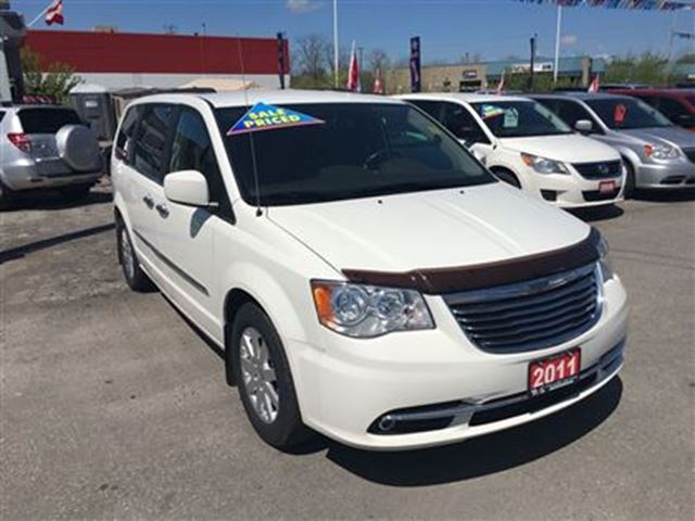2011 chrysler town and country touring leather cam htd pwr seats london ontario used. Black Bedroom Furniture Sets. Home Design Ideas