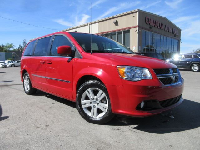 2015 dodge grand caravan crew alloys stowngo 36k red canadian auto mall. Black Bedroom Furniture Sets. Home Design Ideas