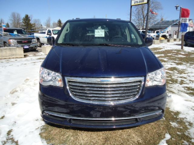 2016 CHRYSLER TOWN AND COUNTRY           in Stratford, Ontario