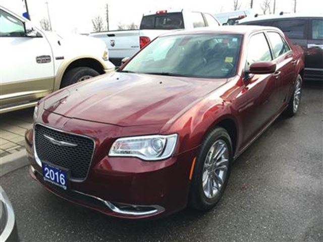 2016 chrysler 300 touring pickering ontario used car for sale 2652380. Black Bedroom Furniture Sets. Home Design Ideas