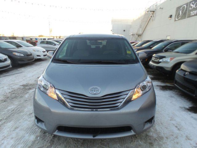 2015 toyota sienna le calgary alberta used car for sale 2653795. Black Bedroom Furniture Sets. Home Design Ideas
