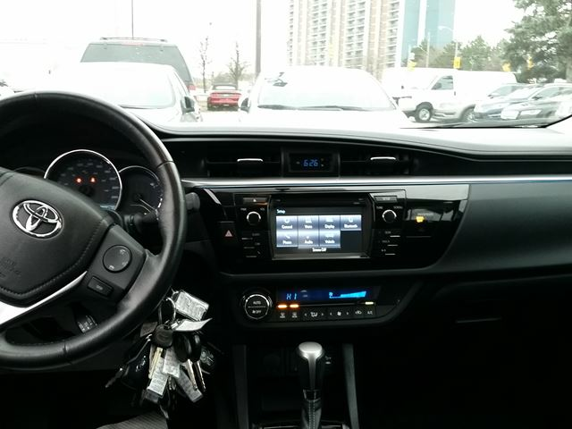 2014 toyota corolla le scarborough ontario used car for sale 2658086. Black Bedroom Furniture Sets. Home Design Ideas