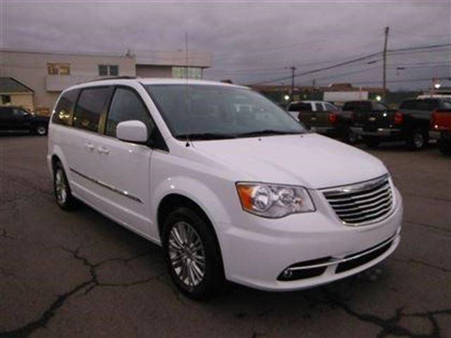 2016 CHRYSLER TOWN AND COUNTRY Touring in New Glasgow, Nova Scotia