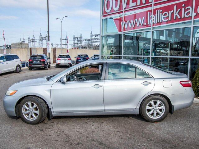 2007 toyota camry se condition impeccable ouvert le samedi laval quebec used car for sale. Black Bedroom Furniture Sets. Home Design Ideas