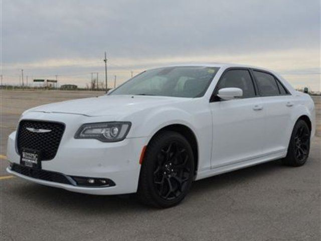 2016 chrysler 300 s w hemi demo winnipeg manitoba car for sale 2660624. Black Bedroom Furniture Sets. Home Design Ideas