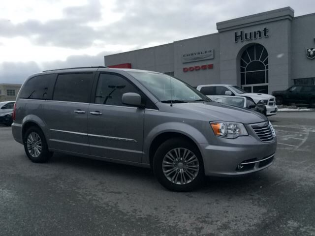 2016 chrysler town and country touring l dvd nav sunroof leather more milton ontario. Black Bedroom Furniture Sets. Home Design Ideas