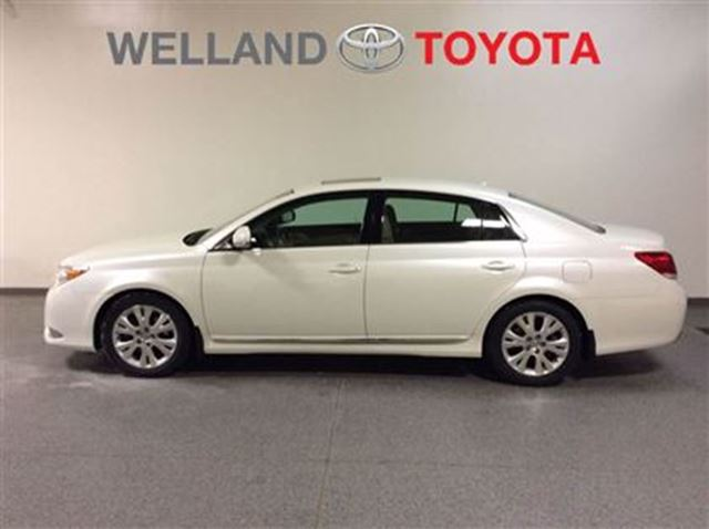 2012 toyota avalon xls white welland toyota. Black Bedroom Furniture Sets. Home Design Ideas