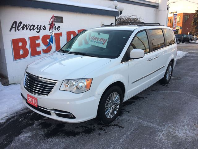 2016 chrysler town and country touring l leather heated seats navigation sunroof oshawa. Black Bedroom Furniture Sets. Home Design Ideas