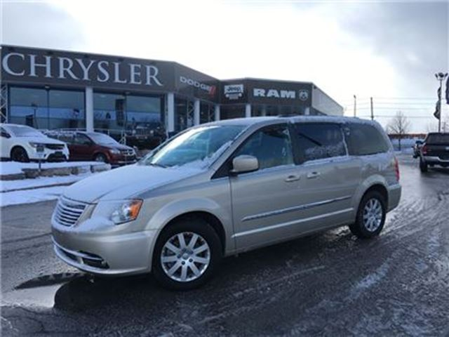 2016 chrysler town and country touring barrie ontario used car for sale 2663995. Black Bedroom Furniture Sets. Home Design Ideas