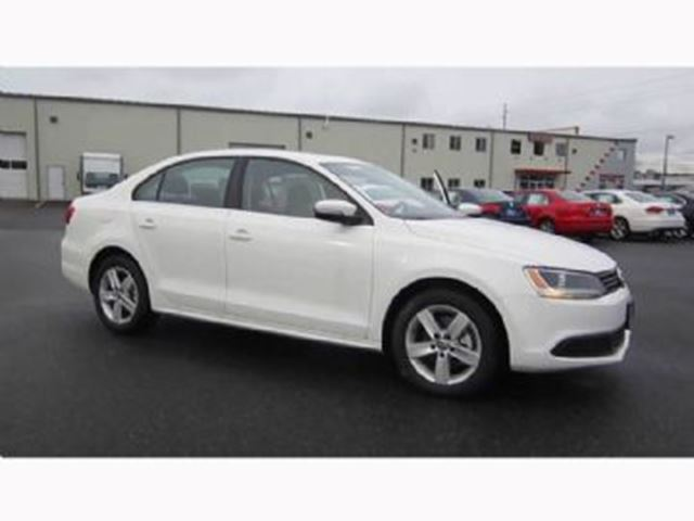 2014 volkswagen jetta sedan comfortline excess wear and tear package white lease busters. Black Bedroom Furniture Sets. Home Design Ideas