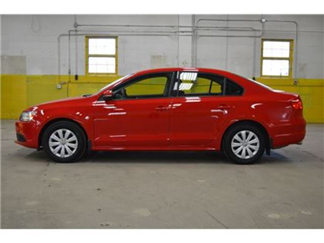 2014 volkswagen jetta 2 0l tsi trendline only 28 000 km. Black Bedroom Furniture Sets. Home Design Ideas