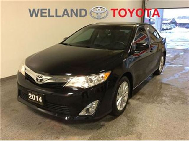 2014 toyota camry xle welland ontario used car for sale 2665828. Black Bedroom Furniture Sets. Home Design Ideas